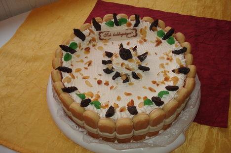 aszaltszilvás joghurt torta