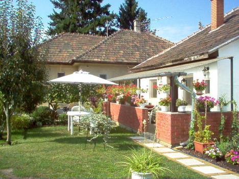 Szülői ház-16-hátsó kert