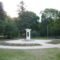 Világháborús emlékmű a parkban