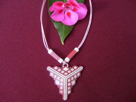 Rózsaszin háromszög