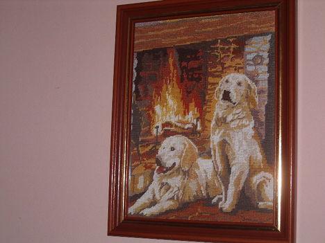 Kutyák a kandallónál