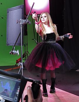 Avril-Lavigne-avril-lavigne-6767688-1712-2224