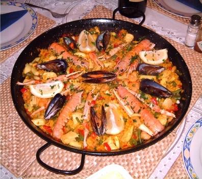Paella - spanyol rizseshús étel