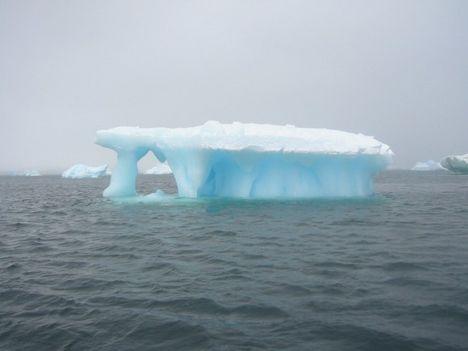 Úszó jéghegy