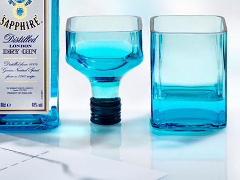 koktélos poharak az üveg egyszerű vágásával