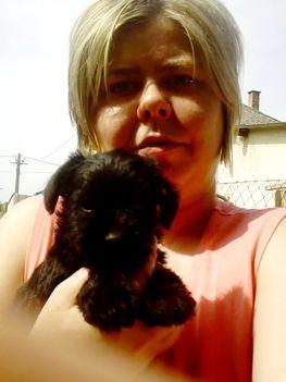 Edina az egyik babával