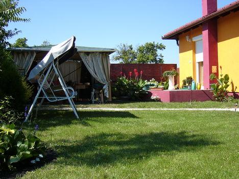 Kis házunk nyáron 004