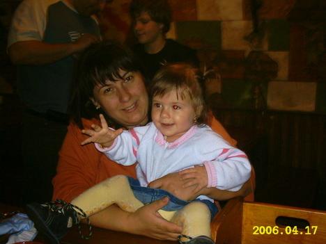 Nagyobbik lányunk Csilla,Tamikával.