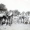 Vetés fogatos vetőgéppel 1950-ben Császárrét .(elől ez a gyerek a Meszlényi Lajos Bácsi)