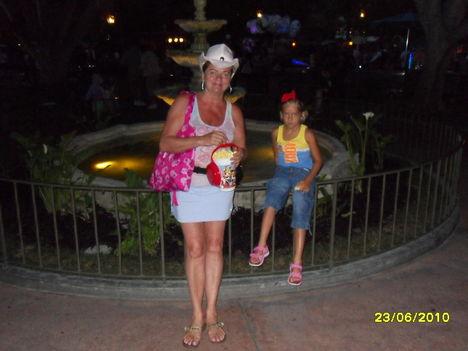 Disneylandben a unokámmal