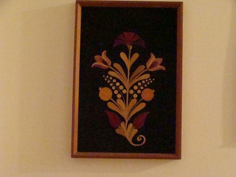 Erdélyi díszítő virág, színes szalmakép
